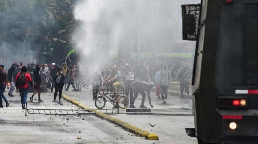 Arde Chile: Incidentes, saqueos y 10 muertos